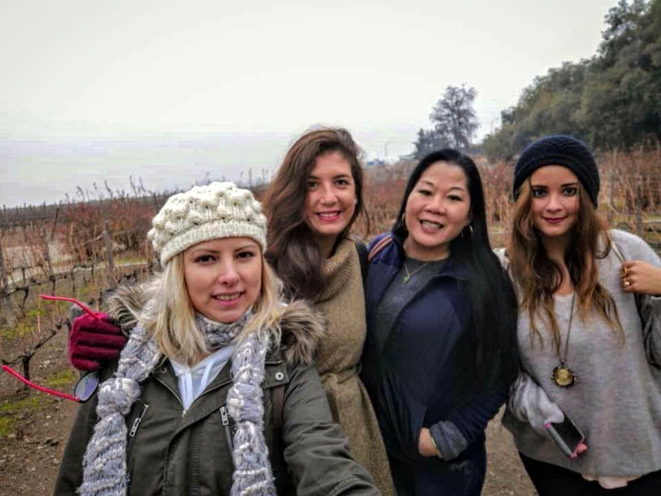 4 nenas en Santiago