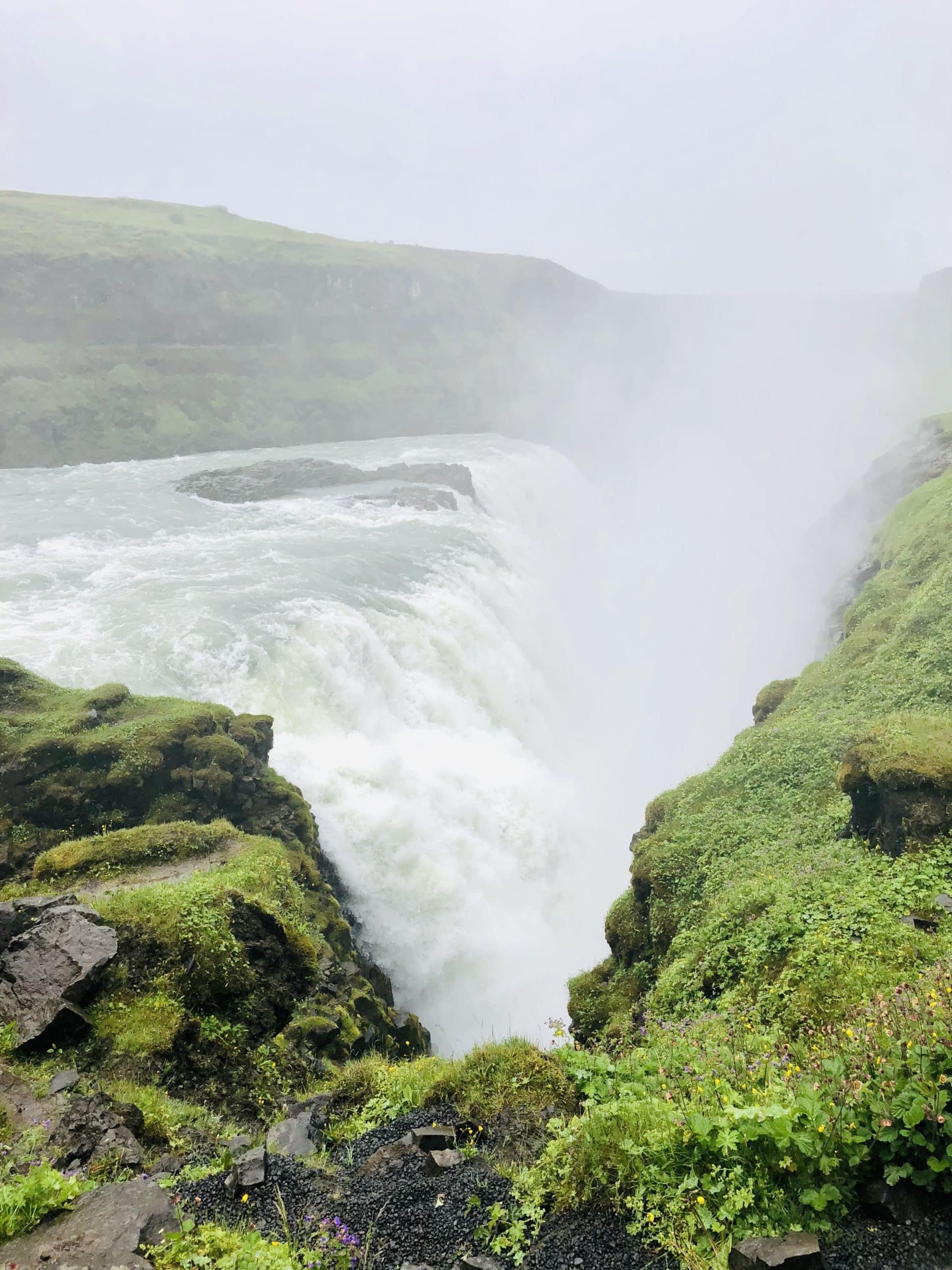 Island – Wasserfall und Geysir