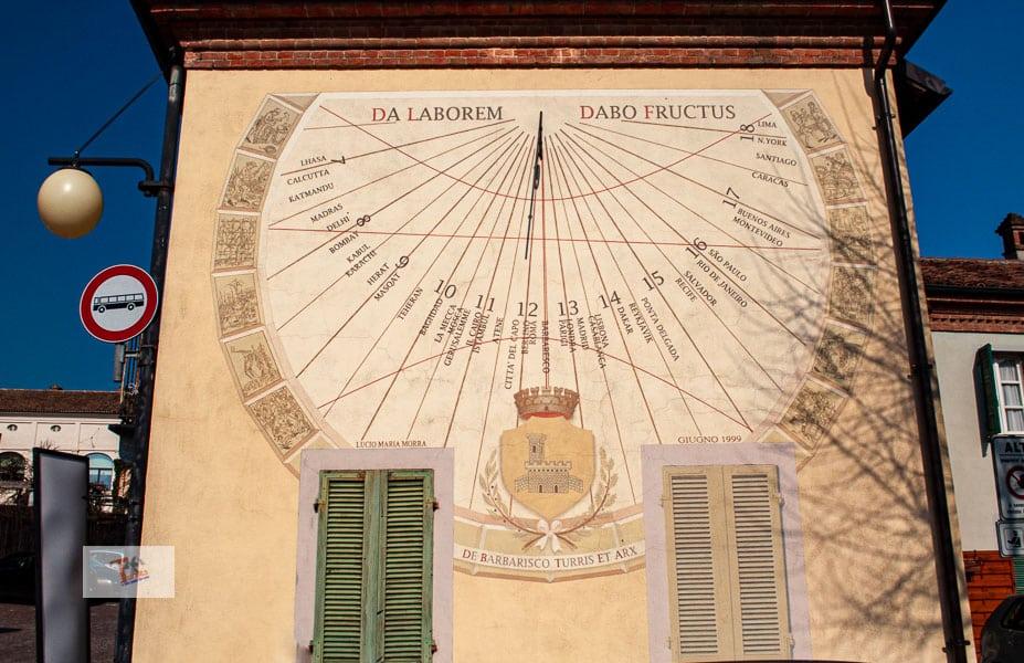 Barbaresco, sundial