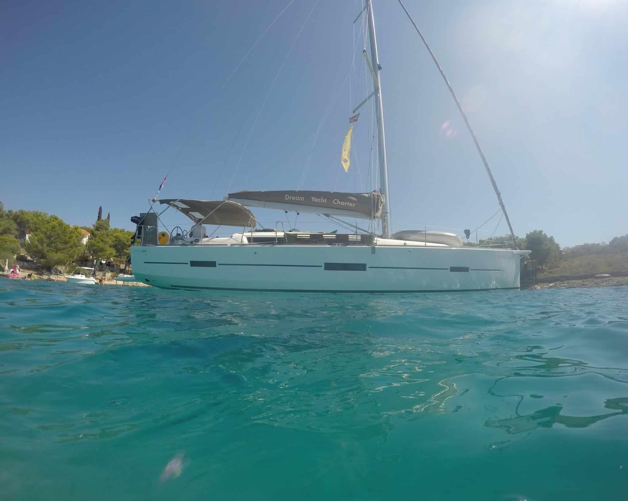 Segeltörn mit sailwithus auf modernen Yachten im kroatien Mittelmeer