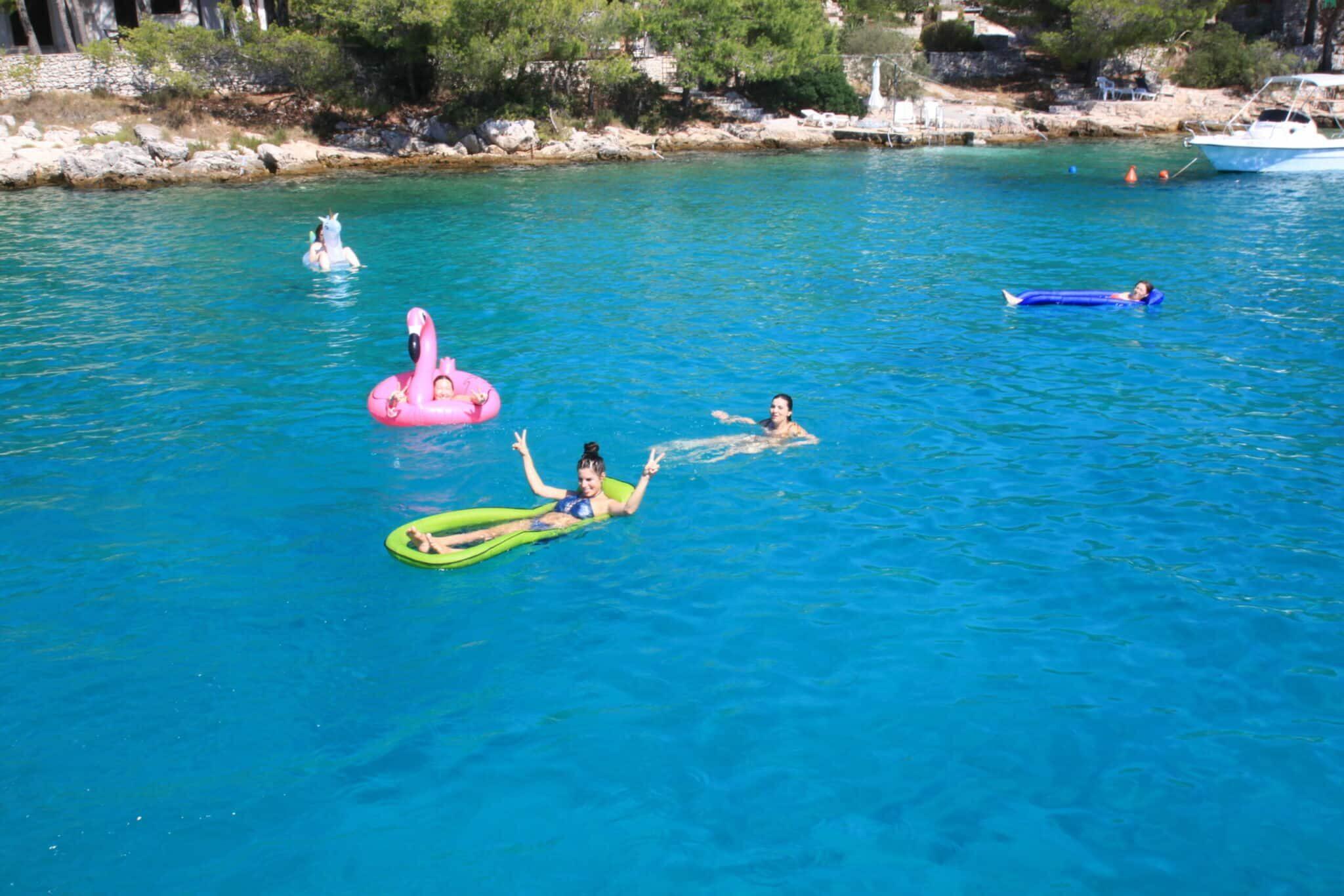 Das Wasser der kroatischen Adria genießen