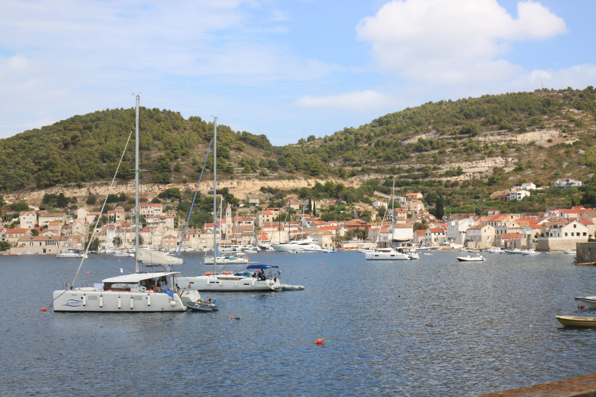Der Hafen von Vis