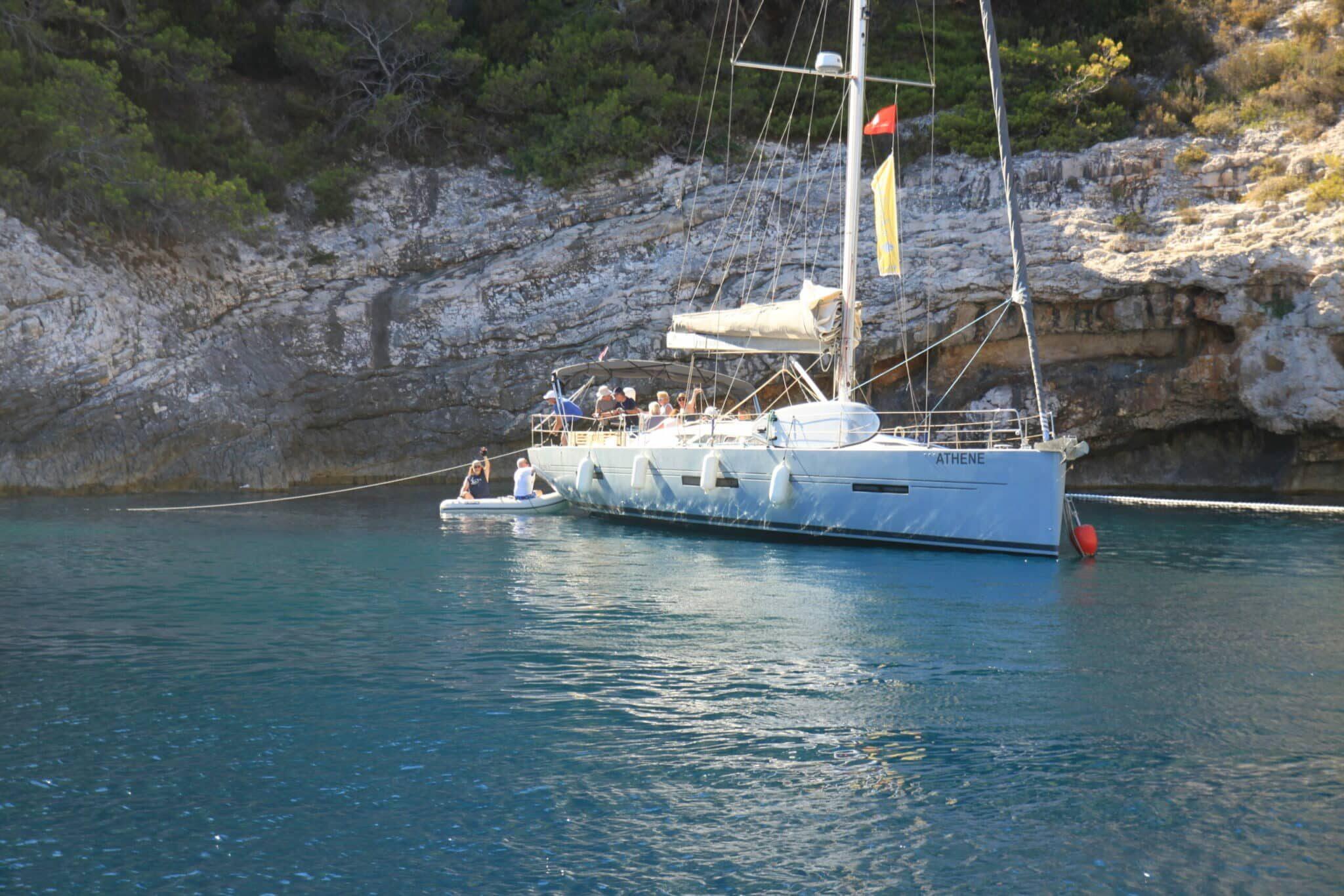 Mit modernen Segelyachten das Mittelmeer erkunden, entdecken und erleben.