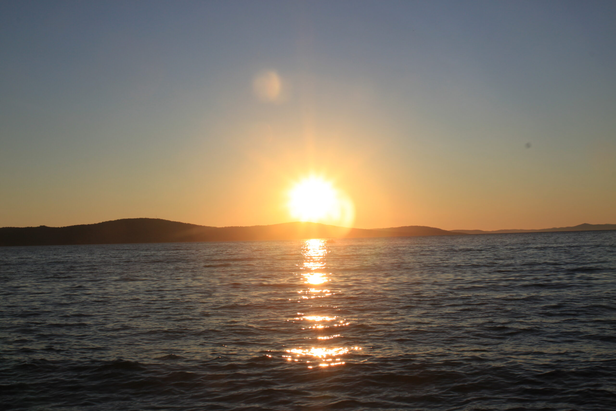 Sonnenuntergang an Bord der Yacht.